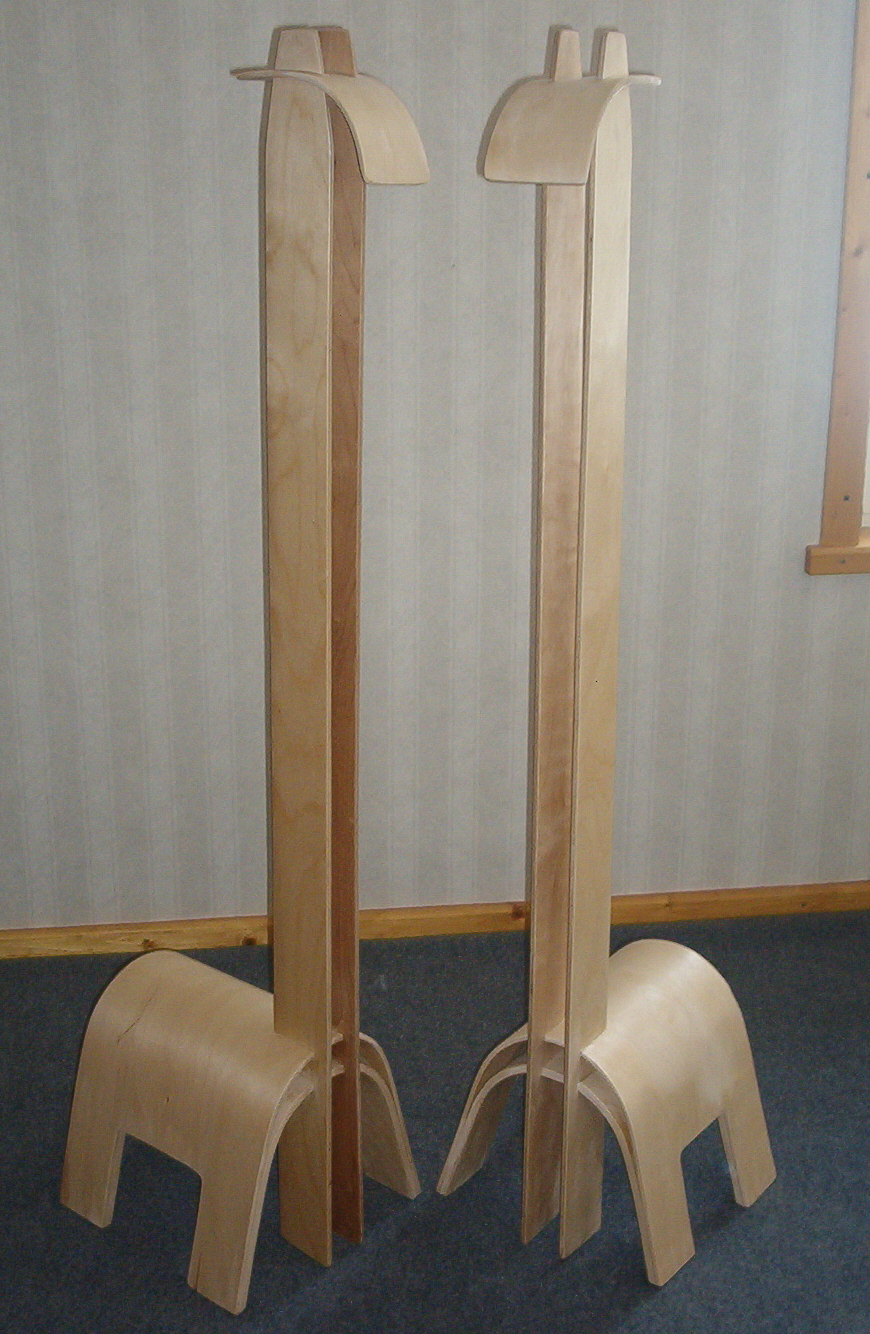 two wooden giraffes that are opposite to each other.